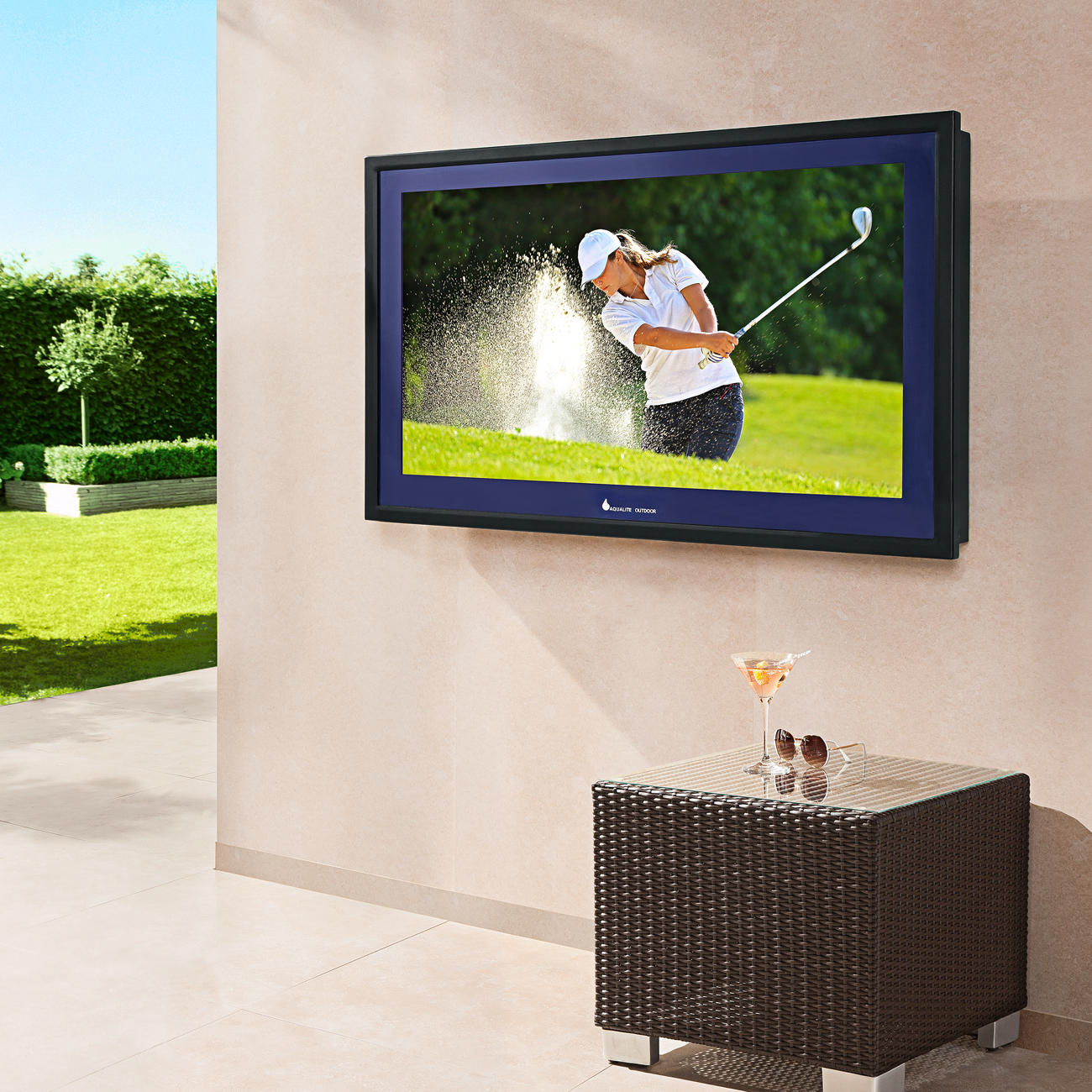 Outdoor led lcd tv outdoor flat screen tv for Exterior led screen